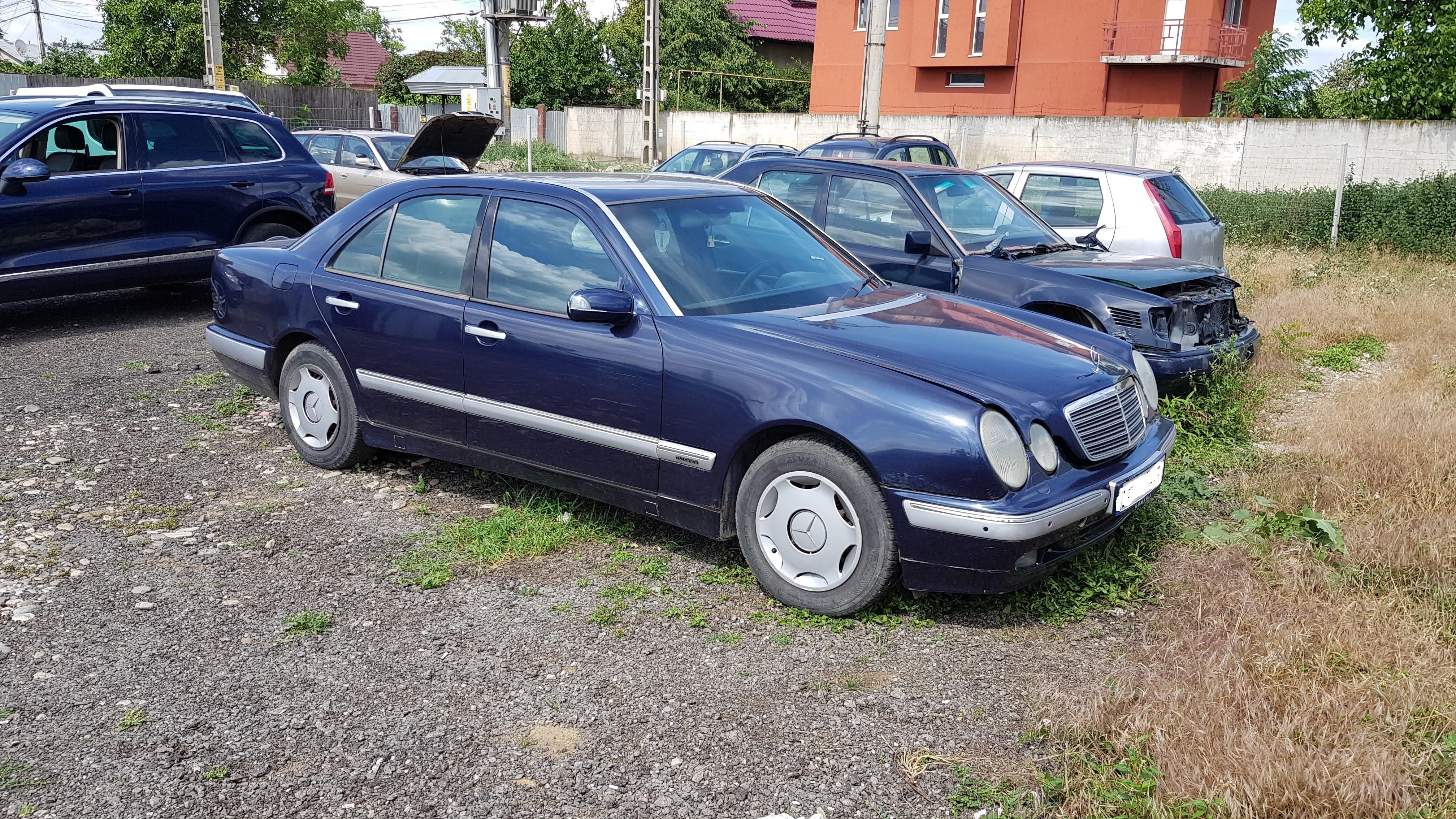 Dezmembrari Mercedes E240 benzina W210
